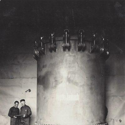 Das letzte Großgussstück der Hütte Jenbach 1928, für 12 ATÜ Druck. Schlosser und Dreharbeiten von Karl Bliem und Franz Pirchner.