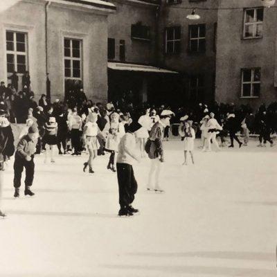 Fasching am Eislaufplatz im Jahr 1958.