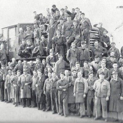 Abteilungsleiter Stefens mit seinen Gesellen 1957.