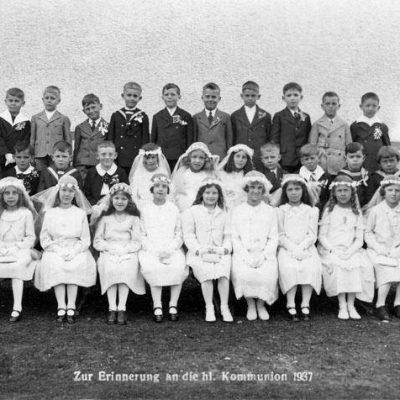 Pfarrer war Franz Hörbst bei der Erstkommunikation. Bild stammt aus dem Jahr 1937. Vielen Dank an Beatryx Chabeso Pirchner.