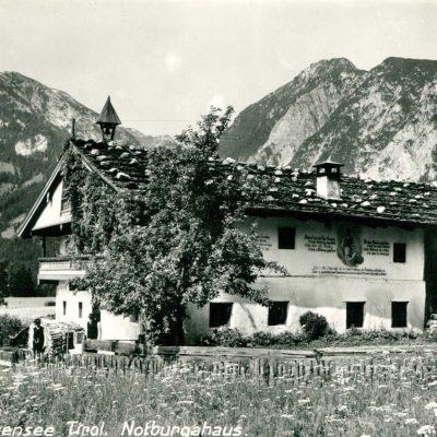 Das Notburgahaus in Eben am Achensee im Jahr 1950.