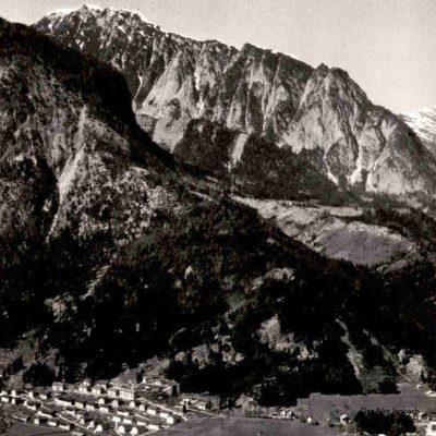 Eine weitere Ansicht auf Jenbach. Das Terrassenbad befindet sich gerade in Bau. Das Rofan Kino steht noch. Foto stammt aus den 60er Jahren.