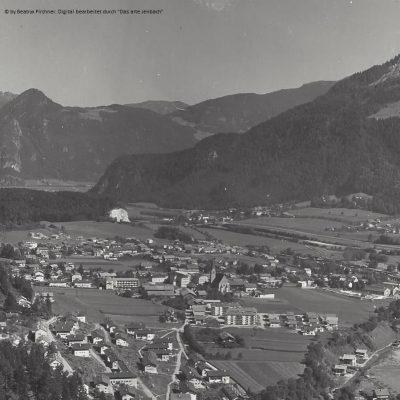 Ansicht auf Jenbach im Jahr 1957. Vielen herzlichen Dank an Frau Beatryx Pirchner für das Foto.