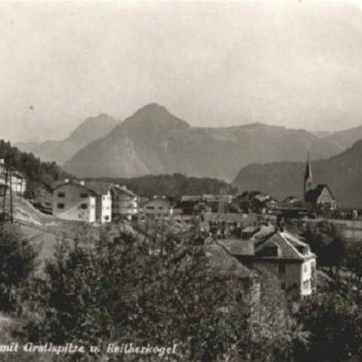Ansicht auf die Kirche und den Reitherkogel im Jahr 1940.
