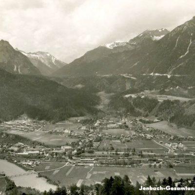 Gesamtansicht auf Jenbach im Jahr 1957.