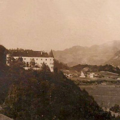 Ansicht von Schloss Tratzberg auf Jenbach im Jahr 1930.