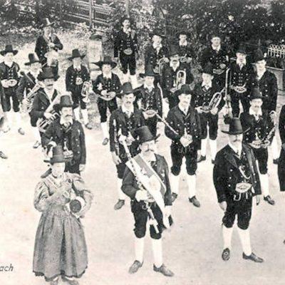 Die Bundesmusikkapelle Jenbach im Jahr 1906.