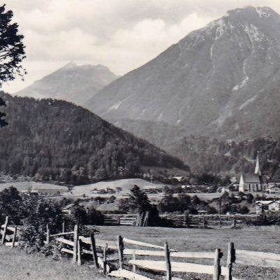Blick auf Jenbach im Jahr 1940. Wo einst Felder waren, befindet sich heute die Tratzbergsiedlung.