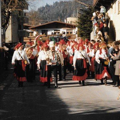 Der Jenbacher Faschingsumzug 1988.