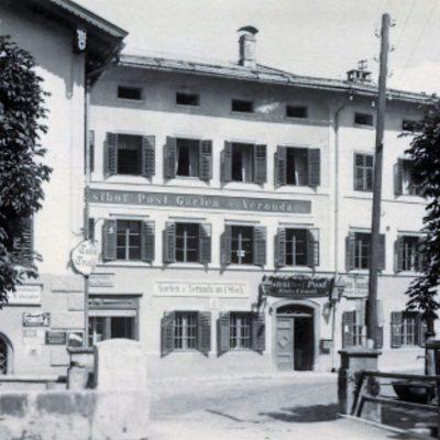 Blick vom Esterhammerhaus auf die Post.