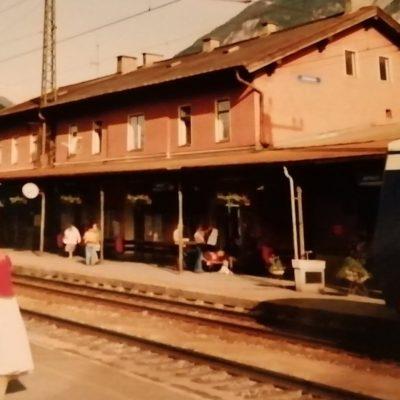 Der Jenbacher Bahnhof. Ca. in den 80er Jahren, genaues Datum fehlt leider am Bild. Vielen Dank an Frau Carina Garzaner für das Foto.