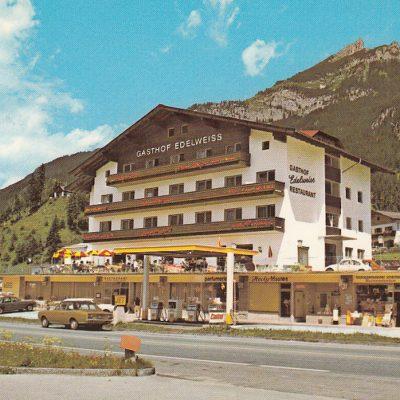 Der Gasthof Edelweiss in Maurach mit Jet-Tankstelle in den 70er Jahren.