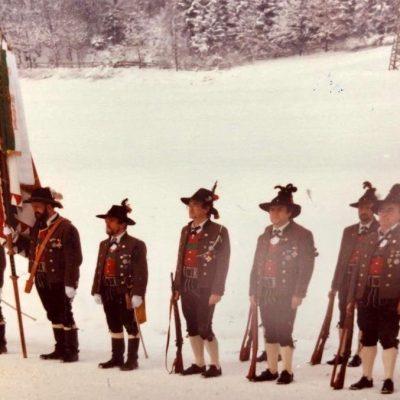 Jenbacher Schützen bei der Eröffnung.