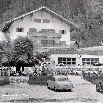 Das alte Hotel Buchau am Achensee im Jahr 1953.
