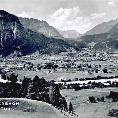 Ansicht auf Jenbach im Jahr 1956. Die Sportanlagen sind noch nicht gebaut.