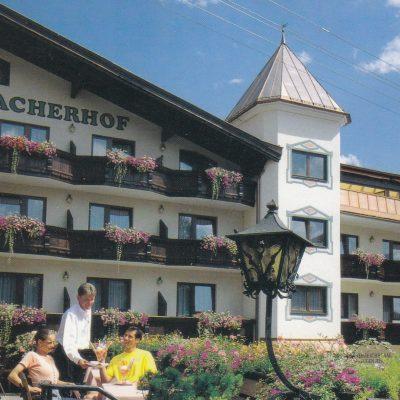 Der Jenbacherhof in den 90er Jahren. Damals konnte man noch ein Eis auf der Terrasse essen.