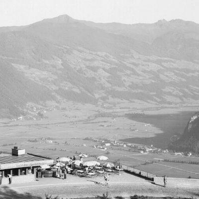 Gigantischer Ausblick von der Kanzelkehre in das alte Zillertal in den 50er Jahren.