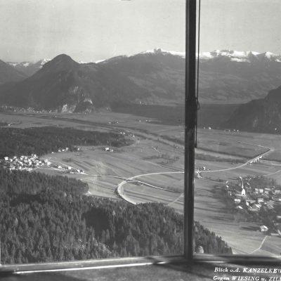 Aussicht vom Gasthaus Kanzelkehre auf das Inntal bzw. Zillertal.
