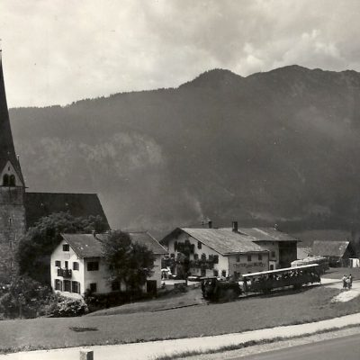 Eben am Achensee mit Notburgakirche und Achenseebahn in den 50er Jahren.