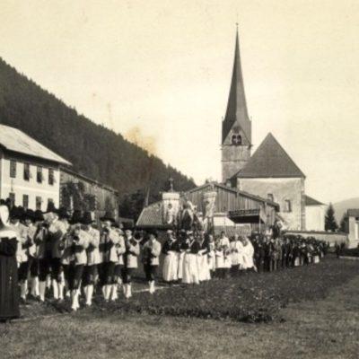 Orozession durch den Ort in den 40er Jahren.