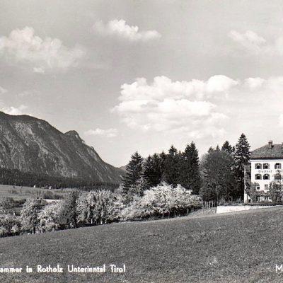 Der Gasthof Esterhammer in Rotholz im Jahr 1960.