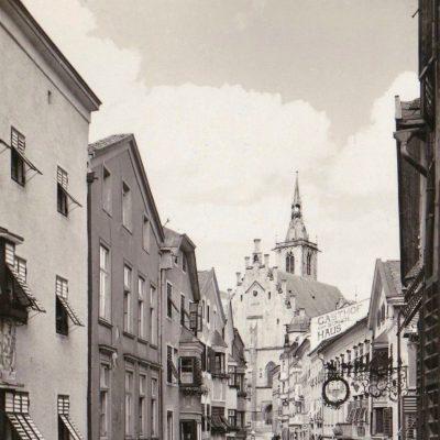 Die Altstadt von Schwaz im Jahr 1935. Im Hintergrund sieht man den Gasthof