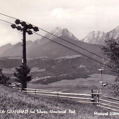Berg und Skilift Grafenast bei Schwaz. Man beachte die großen Felder im Hintergrund. Wer kann sich daran noch erinnern?