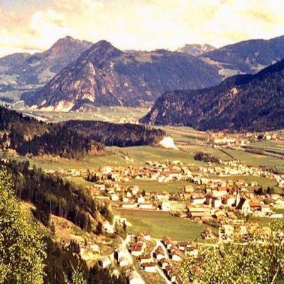 Blick auf Jenbach in den 60er Jahren. Das Foto stammt von Herrn Herman Messner.